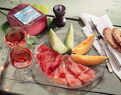grischuna spezialitats dal grischun melon with b ndnerfleisch and raw ham. Black Bedroom Furniture Sets. Home Design Ideas